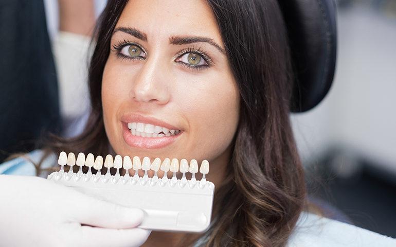 cosmetic--dentistry--dentist-chair---veneers--770x513